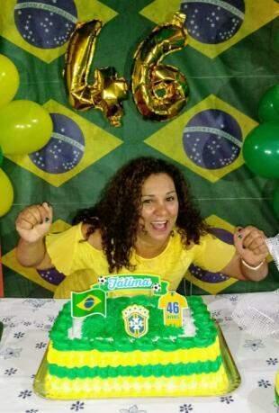 Fátima festejou os 46 anos com tema Copa do Mundo. (Foto: Arquivo Pessoal)