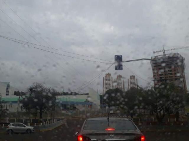 Chova na região da avenida Ricardo Brandão nesta tarde (Foto: Saul Schramm)