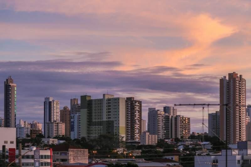 Manhã em Campo Grande começa com céu parcialmente nublado e mínima de 23ºC. (Foto: Fernando Antunes)