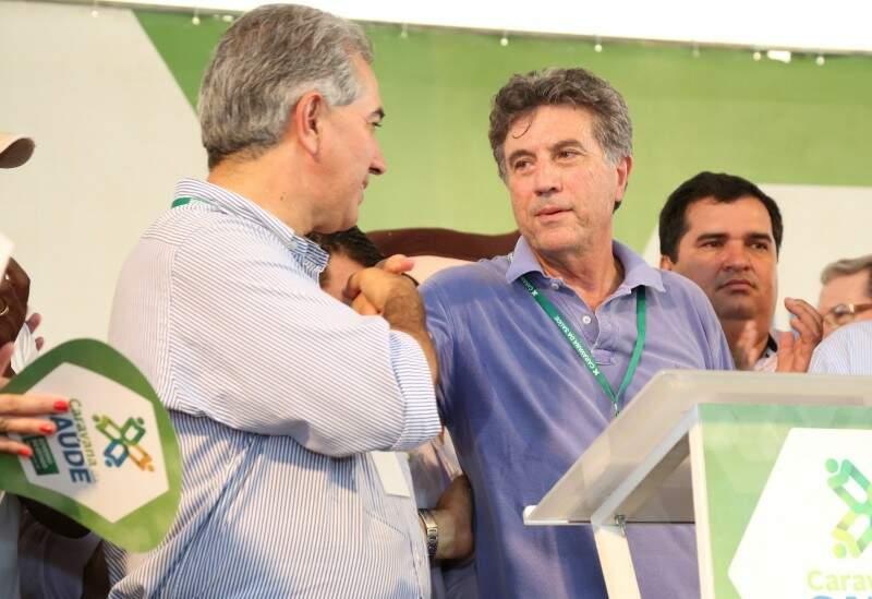 Reinaldo com Murilo, no dia 15 deste mês, durante a Caravana da Saúde (Foto: A. Frota/Divulgação)