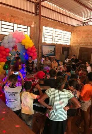 Festa tem direito a decoração com bexigas e tudo o mais. (foto:Acervo Pessoal)