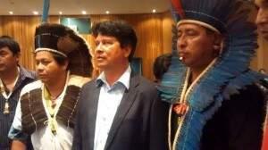 Hilário (de terno-centro da foto) tomou posse como coordenador da Sesai em MS em julho do ano passado. (Foto:Divulgação)