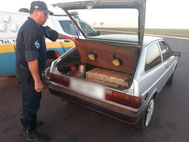 Droga e veículo apreendidos pela polícia. (Foto: PMR)