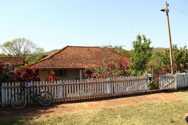 Casa central da sede da Fazenda Primavera ocupada pelos índios desde o dia 22 de agosto (Foto: Marcos Ermínio)