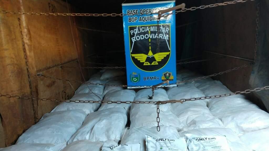 Carga de agrotóxico contrabandeado que saiu do Paraguai e estava sendo levada para o Mato Grosso (Foto: Divulgação)
