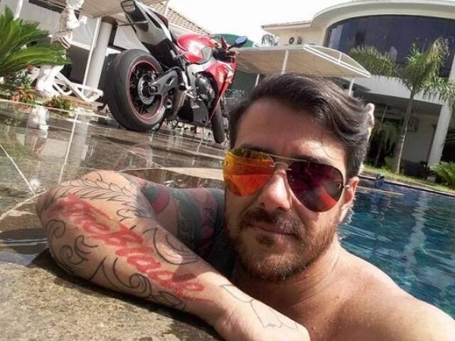 Breno foi preso com drogas e armas pela PRF, na rodovia BR-262, em Águas Claras (Foto: Reprodução/Facebook)