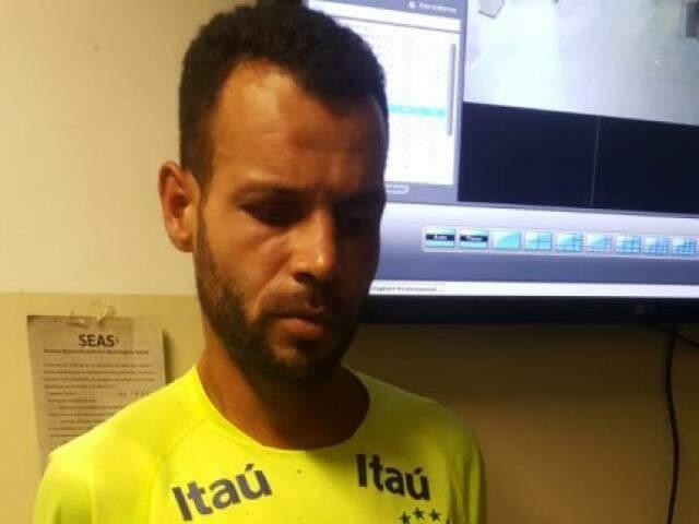 Suspeito foi preso em flagrante e levado para a Depac Piratininga (Foto: Divulgação)