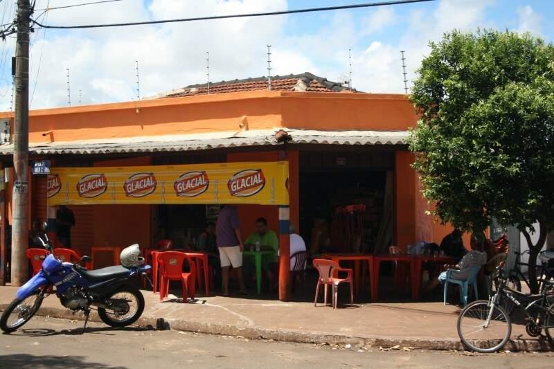 Mercearia funciona há 40 anos no Santo Amaro, vendendo de pão à pinga.
