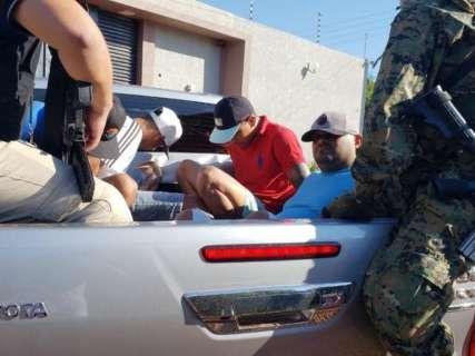 Promotor liga pistoleiros presos na fronteira à carga recorde de cocaína