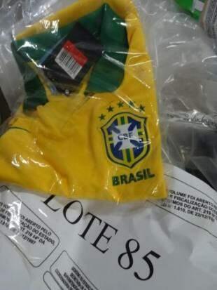 Camiseta original da seleção, lote com 10 camisetas, tem preço inicial de R$ 400,00.