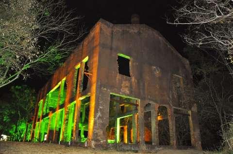 Em ruínas, reforma de Usina Velha que iluminava a cidade não sai do papel