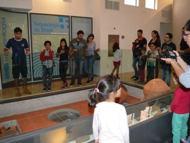 Primeira ação do grupo foi uma tarde no Museu Dom Bosco. (Foto: Paula Maciulevicius)