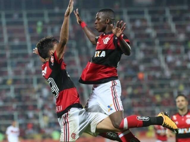 Vinícius comemora gol em atuação decisiva (Foto: Gilvan de Souza / Flamengo)