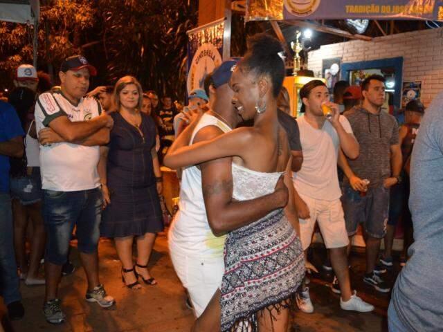 Abigail Martins e Carlos Alberto de Oliveira dançando (Foto: Alana Portela)
