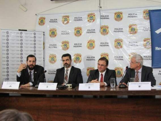Representantes da CGU, Polícia Federal e Receita Federal durante coletiva na sede da Polícia Federal (Marina Pacheco)