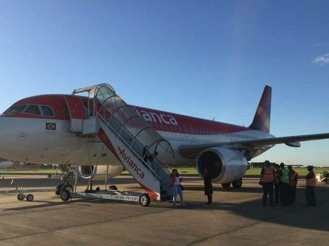 Avião apresentou problemas técnicos e não decolou. (Foto: Direto das Ruas)