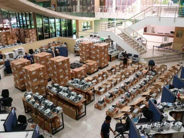 Urnas eletrônicas no Fórum Eleitoral (Foto: Henrique Kawaminami)