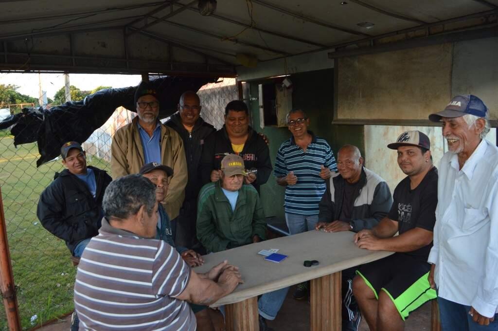 O encontro virou tradição todas as tardes no bairro Zé Pereira.(Foto: Silas Souza)