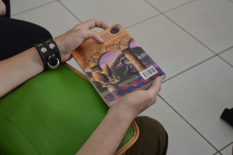 Os primeiros livros tem um toque de saudosismo (Foto: Naiane Mesquita)