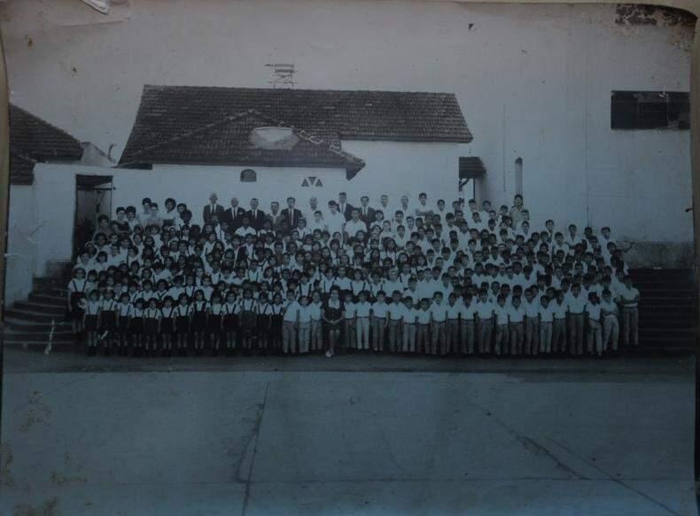 Do passado para o presente, a escola manteve sua excelência de ensino, aumentou sua capacidade e atendeu também a brasileiros. (foto: Paulo Francis)
