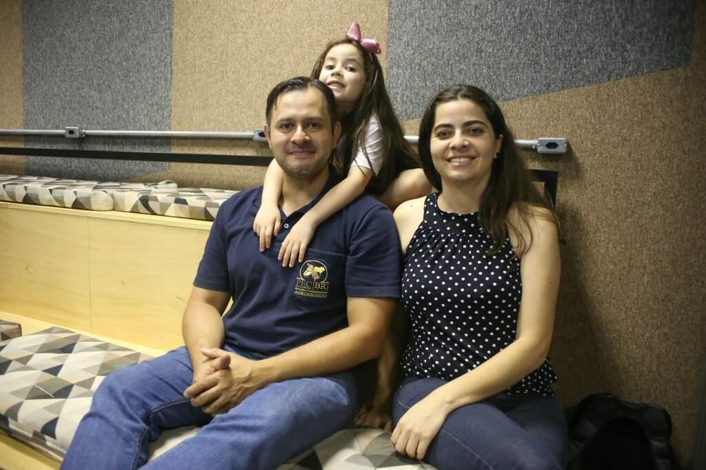 César, Gioavana e Bianca no Living Lab, contando um pouco sobre o jogo que está em fase de desenvolvimento. (foto: Paulo Francis)