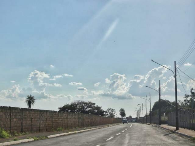 Céu claro com poucas nuvens na tarde desta segunda na Capital (Foto: Fernando Antunes)