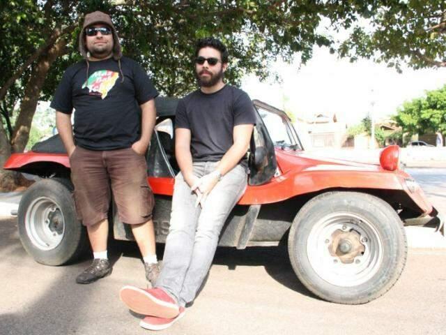 Erich e Carlos deixaram RS na sexta e só chegaram em Campo Grande no domingo. (Foto: Marcos Ermínio)