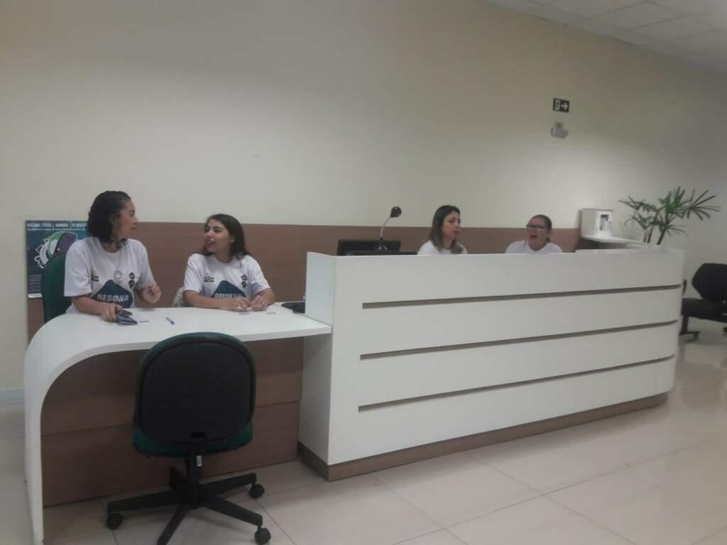 Atendentes do Resolva Já no Cijus (Foto: Izabela Sanchez)