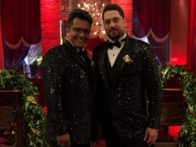 Rodrigo e Carlos Braga mudaram de figurino por duas vezes durante a festa. (foto: Anderson Oliveira)