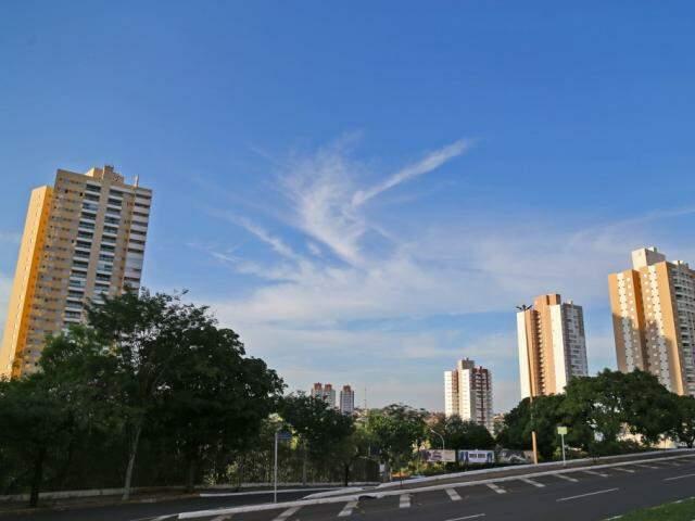 Avenida Afonso Pena, em, Campo Grande, na manhã deste sábado (Foto: Marcos Ermínio)