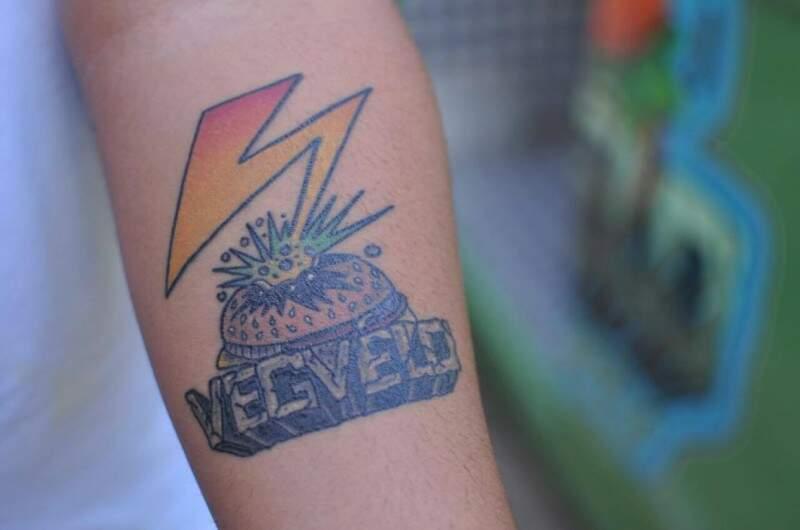 A paixão é tanta que Paulo tatuou a empresa no braço (Foto: Alcides Neto)