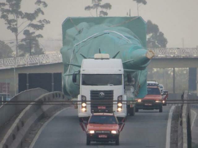 Estátua está a caminho de Campo Grande, em comboio. (Foto: Divugação)