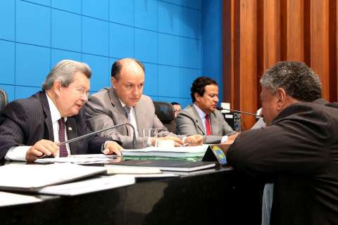 Deputados começam a votar os vetos do governador do ano passado