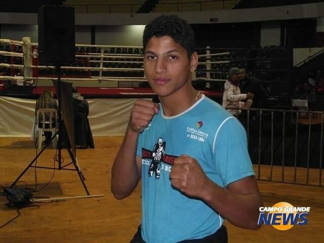 O boxeador campo-grandense Valdeir Célio, de 21 anos, é um dos destaques do boxe no desafio deste sábado (Foto: Arquivo)