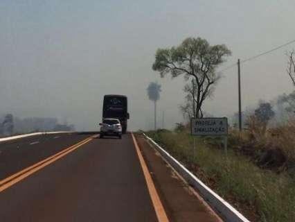 Incêndio devasta vegetação da Serra de Maracaju na BR-060