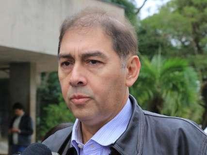 Bernal tenta convencer professores e reafirma que greve é ação política