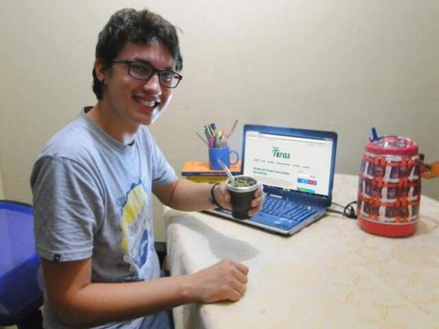 Gabriel criou o blog há 8 meses e recebe visitas de vários estados. (Foto: Arquivo Pessoal)