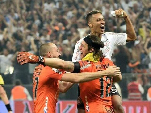 Comemoração durante partida deste domingo (Foto: Globo Esporte.com)