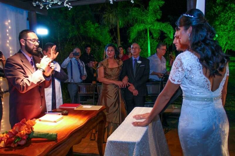 Cerimônia foi conduzida pelo pastor, já que a cerimônia católica foi realizada no dia 21 de outubro (Foto: Marcos Ermínio)