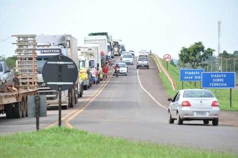 Caminhoneiros liberam trecho da BR-262, mas protesto continua em 5 locais