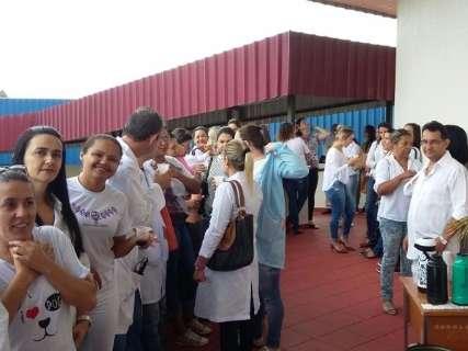 Sem reajuste há três anos, enfermeiros protestam na prefeitura por aumento