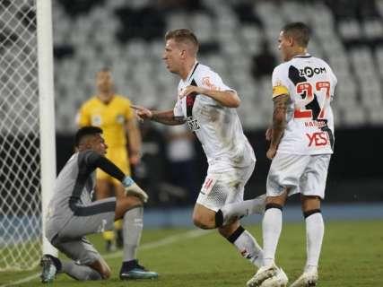 Botafogo sai na frente, mas Vasco alcança empate em 1 a 1 no Nilton Santos