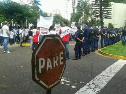 """Agentes protestam e Bernal põe """"tropa de choque"""" na Prefeitura"""