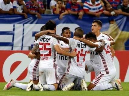 Com gol de Hernanes, São Paulo derrota Fortaleza e assume 3ª colocação