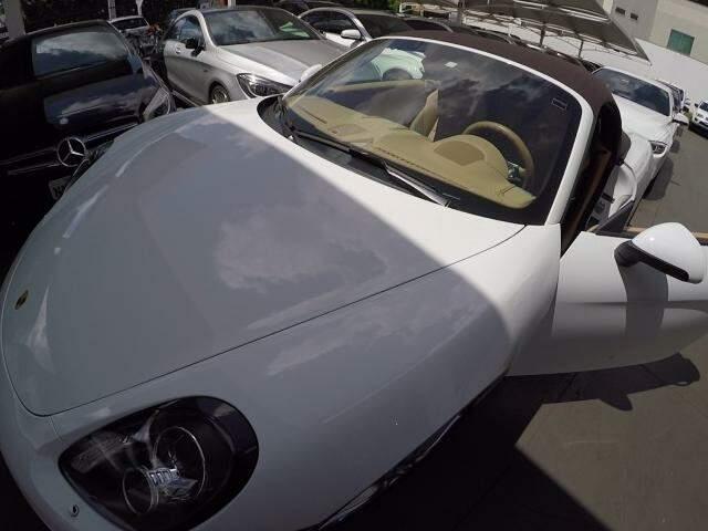 Com 2 carros de 1 milhão vendidos em 1 mês, tem bairro que Jaguar parece popular