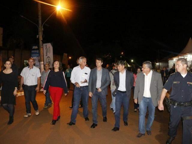 Comitiva recepcionou ministro na Expoagro nesta segunda-feira (Foto: Helio de Freitas)