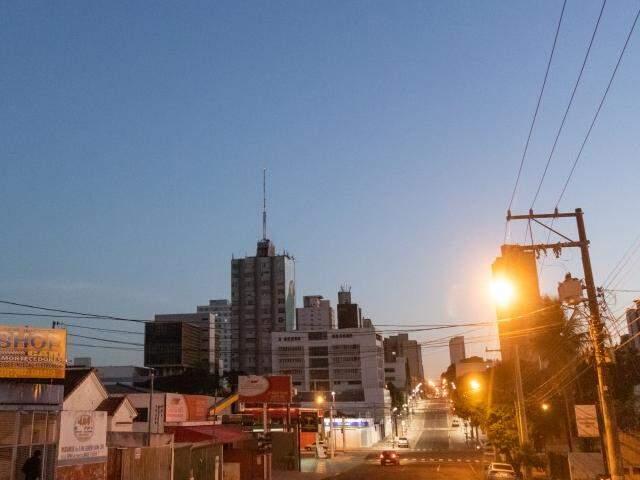 Previsão para Campo Grande é de céu claro e baixa umidade do ar nesta quinta-feira. (Foto: Henrique Kawaminami)