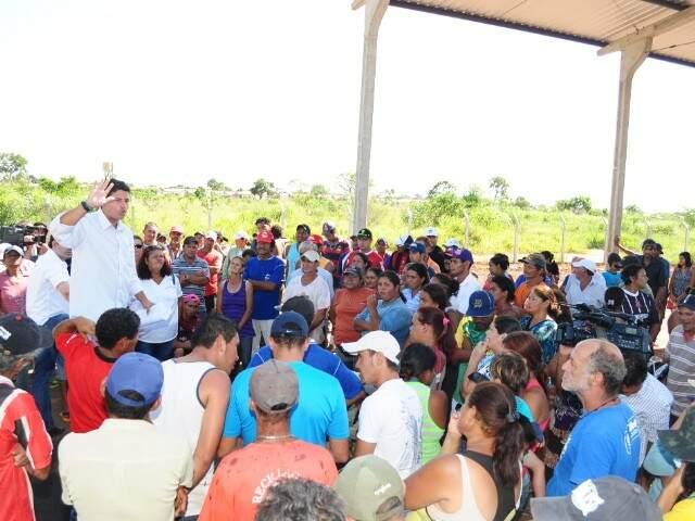 Reunião de catadores com representante da Solurb, na manhã de hoje (Foto: Rodrigo Pazinato)