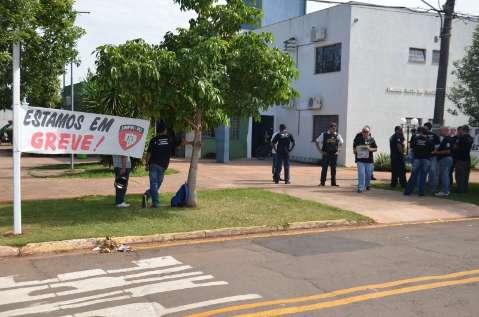 Contra ordem judicial, policiais vão intensificar greve no interior do Estado