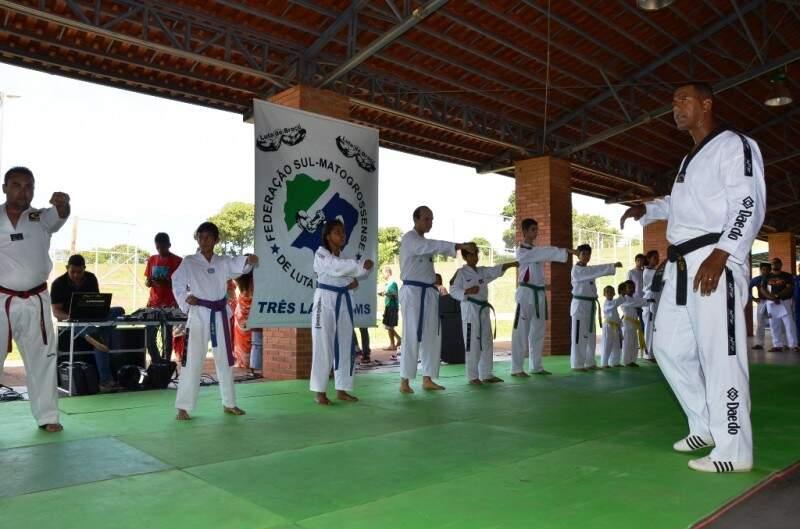 Também foram disputados torneios de luta judô, karatê, luta de braço, boxe, entre outras modalidades. (Foto: Divulgação)